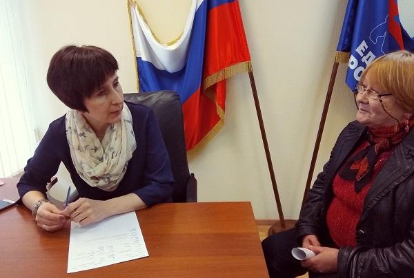 К депутату Елене Бондаренко обратились с вопросом по социальным выплатам