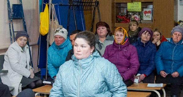 Жители деревни под Верхней Салдой поблагодарили депутатов за качественную расчистку дорог зимой