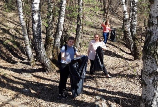 В Каменске-Уральском сторонники «Единой России» приняли участие в экологических акциях