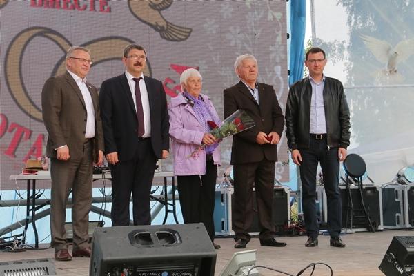 Сергей Никонов и Антон Шипулин поздравили жителей Лесного с Днем города