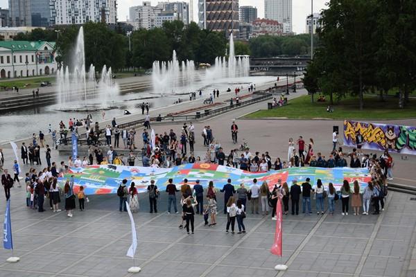 Молодогвардейцы предложили создать в России площадь государственного флага