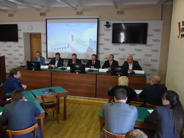 В Екатеринбурге Группа «Устойчивое развитие» обсудила развитие института представительной власти