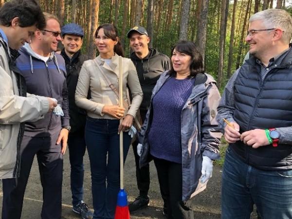 В Шарташском лесном парке прошел экологический субботник «Зеленая Россия»