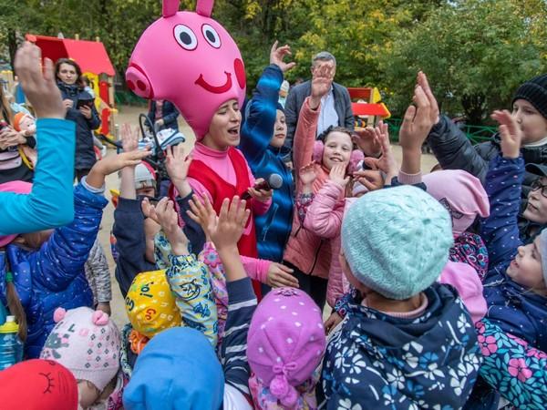 Алексей Вихарев организовал праздник для жителей нескольких домов на улице Баумана