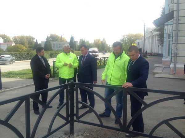 «Безопасные дороги» провели совещание и осмотрели пешеходные переходы в Богдановиче