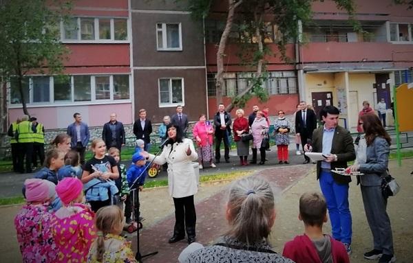Партийцы Ленинского местного отделения приняли участие в открытии двора (ФОТО)