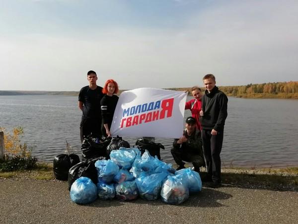 Молодогвардейцы Серова провели субботник на Киселевском водохранилище