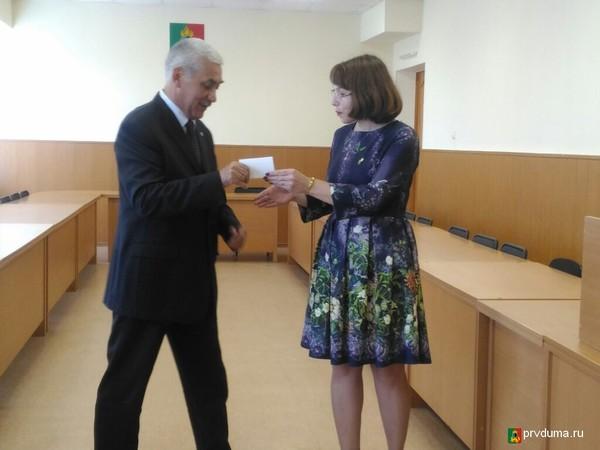 В Первоуральске Эрим Хафизов получил удостоверение депутата