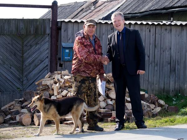 Малышевских пенсионеров обеспечили дровами