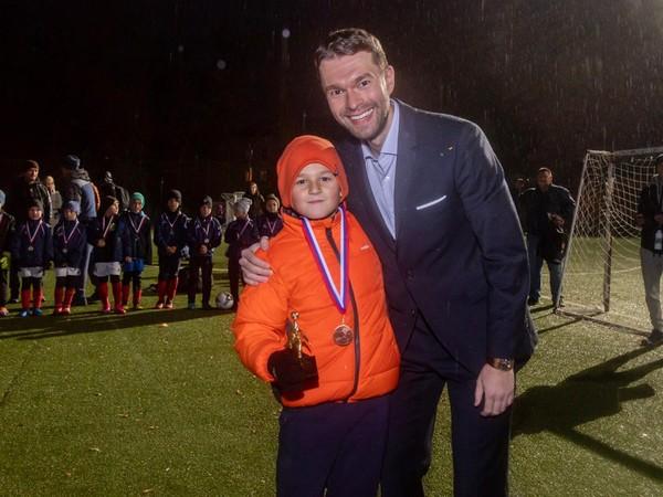 Алексей Вихарев помог организовать футбольный турнир