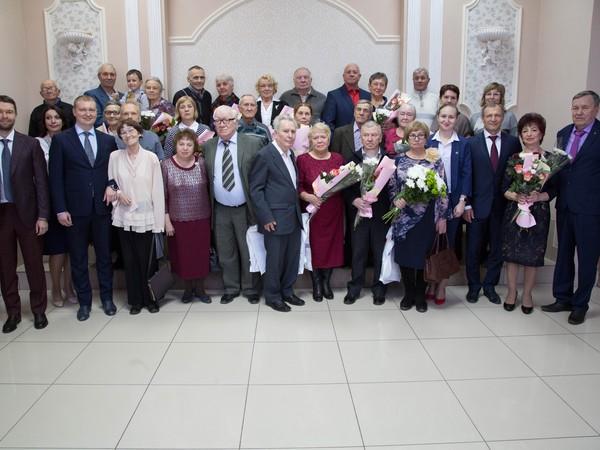 Знак отличия «Совет да любовь» получили семейные пары Орджоникидзевского района