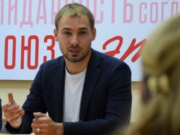 Антон Шипулин провел личный прием граждан в Красноуральске
