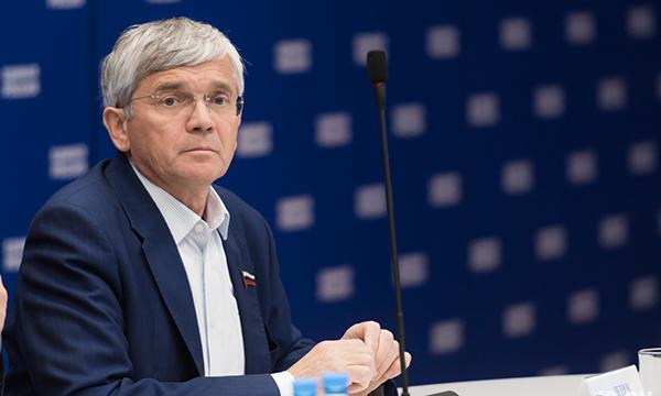 Петров: Законопроект о возрождении производственных аптек получил поддержку аптечных ассоциаций и Минздрава