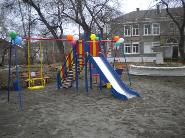 Благодаря партийцу в Ревде появилась новая детская площадка