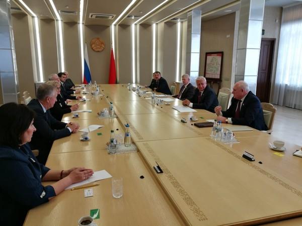 Состоялась встреча свердловских депутатов с Михаилом Мясниковичем