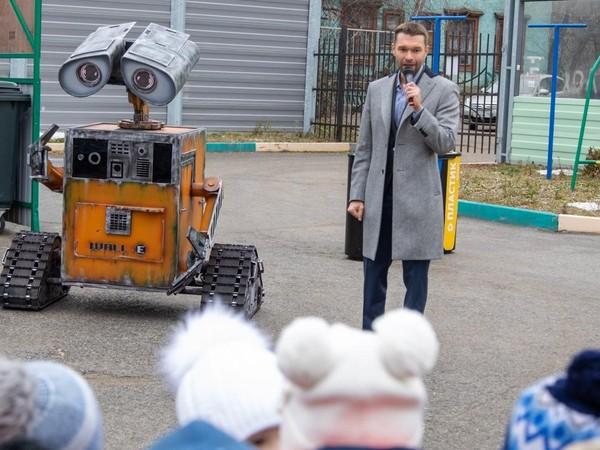 Урок экологии с роботом ВАЛЛ-И