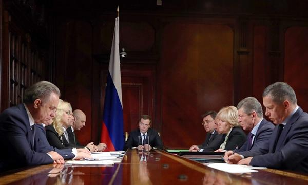 Медведев: Реализация «Единого цифрового окна» на портале госуслуг начнется в 2020 году