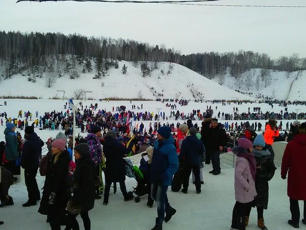 В Каменске-Уральском масштабно отпраздновали День снега