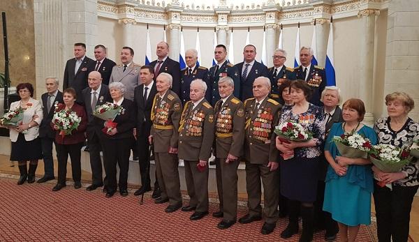 Герой России, единоросс Сергей Воронин участвовал в награждении ветеранов