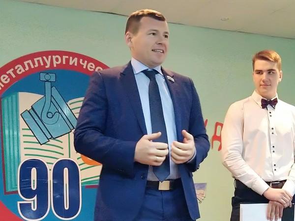Депутат Заксобрания региона Дмитрий Жуков поздравил учащихся с Днем студента