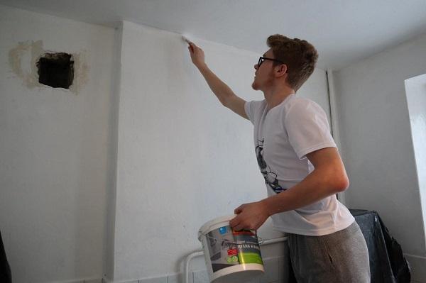 Фото и видео дня: МГЕРовцы сделали ремонт в квартире ветерана