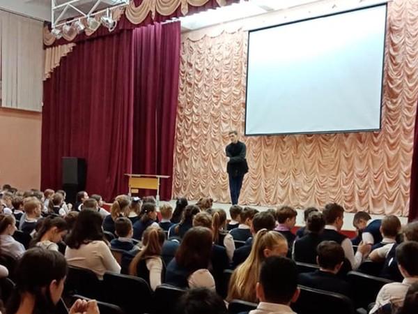 Депутат Тимофей Жуков продолжает регулярные встречи с подрастающим поколением в образовательных учреждениях