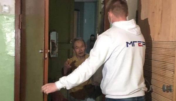 Волонтерский центр «Единой России» в Екатеринбурге помог одинокому пенсионеру