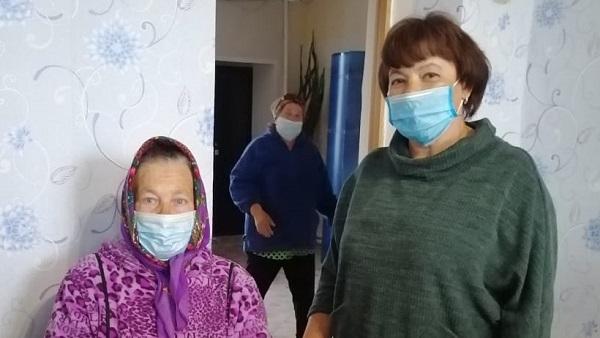 Почти 20 тысяч заявок от уральцев из группы риска по коронавирусу отработали волонтеры Партии