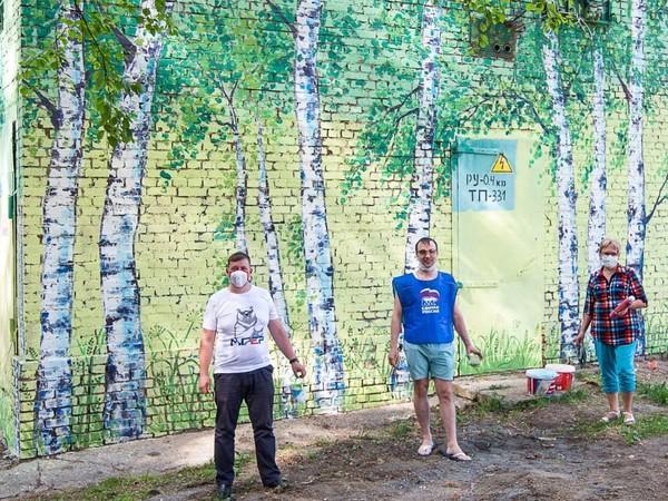 «Душевные» граффити создали единороссы на улицах Качканара