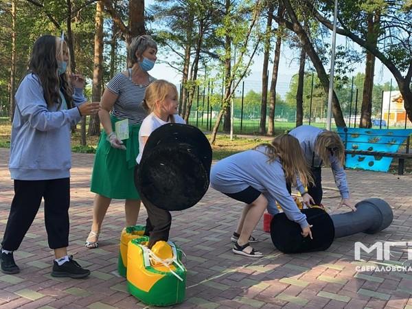 Молодогвардейцы Каменска-Уральского провели семейную игру «Приключения в ПаркЛандии»