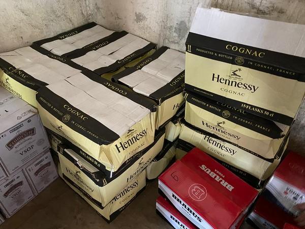 «Народный контроль» и оперативники УЭБиПК нашли крупную партию контрафакта в Екатеринбурге