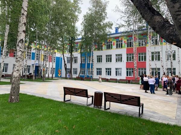 Михаил Клименко: «Обновленная школа стала украшением Кировского района»
